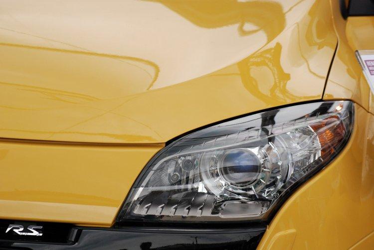 Jak Samodzielnie Wyczyścić Reflektory Samochodowe